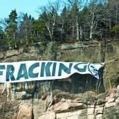 Transparent an der Känzele-Wand soll auf Fracking-Gefahr hinweisen