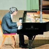 Der Träumer und die junge Wilde am Klavier