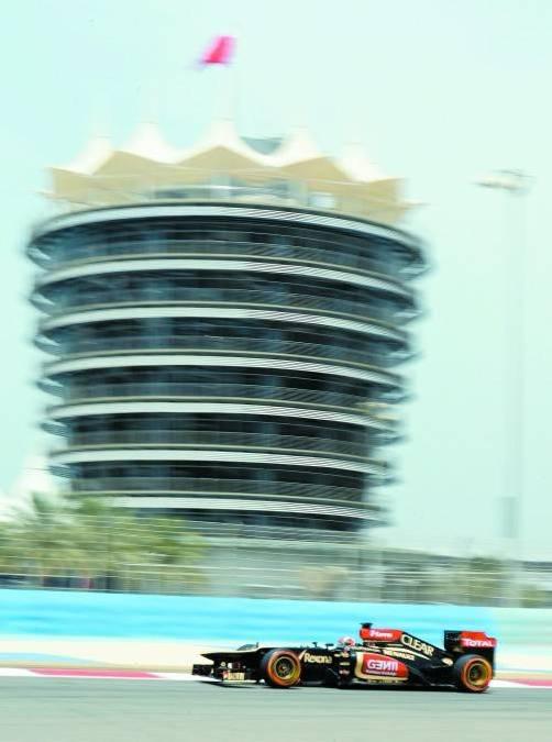 Der Finne Kimi Räikkönen sorgte in der 33 Grad heißen Wüste von Sakhir für die Tagesbestzeit vor den RB-Piloten Webber und Vettel. Foto: epa