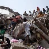 200 Überlebende unter den Trümmern geortet