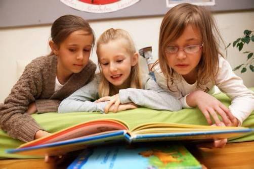 Die Kinder und Jugendlichen bewerten die Bücher nicht nur, sondern schreiben auch persönliche Kommentare ins Internet. Foto: l. Berchtold