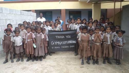 Die Schüler der Elankunny-Schule in Indien bedankten sich mit einem Plakat für die Spende des Gymnasiums Lustenau. Foto: ccara
