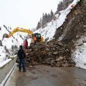 1000 Kubikmeter Gestein polterten auf die Straße