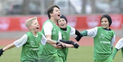 Die jungen Kicker von SC Austria Lustenau bejubelten den 2:0-Finalsieg gegen die Alterskollegen aus Altach. Foto: coca-cola