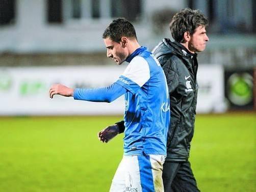 Dursun Karatay (im Bild links mit einem nachdenklichen Trainer Madlener) erzielte zwar einen Treffer, vergab aber auch Möglichkeiten. gepa
