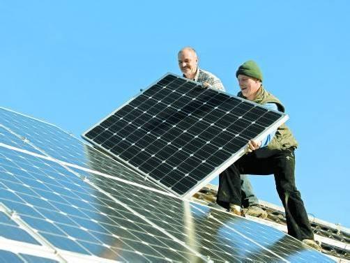 """Eine Erhöhung der Photovoltaik-Förderung bezahlen letztendlich die Konsumenten. Experten befürchten deshalb eine """"Überförderung""""."""