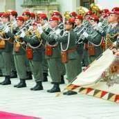 Fürst mit militärischen Ehren in Wien begrüßt