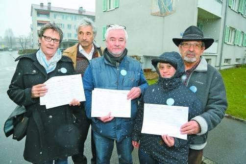 Initiator Ingo Lechner (Mitte) und Mitstreiter haben bereits über 1000 Unterschriften gesammelt. Foto: VN/Hofmeister