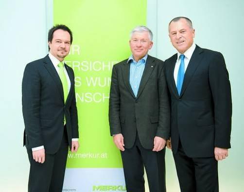 Merkur-Landesleiter Wolfgang Mähr (l.) mit Daniel Wiesner sowie Kommerzialrat und Merkur-Generaldirektor Alois Sundl. Fotos: B. Rhomberg