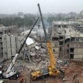 Retter in Dhaka setzen nun schweres Gerät ein