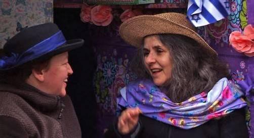 """Nach dem Film """"Jalda und Anna"""" findet eine Gesprächsrunde mit der Regisseurin Katinka Zeuner, den Künstlerinnen Anna Adam und Jalda Rebling und dem Leiter des Jüdischen Museums Hohenems, Hanno Loewy, statt. foto: theater kosmos"""