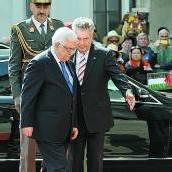 Abbas mit allen Ehren begrüßt