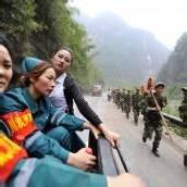 Retter arbeiten sich nach Erdbeben zu Opfern vor