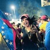 Venezolanerin feiert Wahlsieg von Interimspräsident Maduro