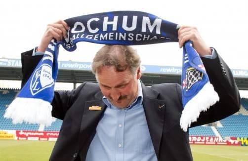 Zurück im Geschäft: Peter Neururer trainiert den VfL Bochum. epa