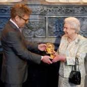 Unvergessliches Bond-Girl: Queen geehrt