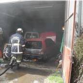 Auto in Garage in Brand geraten