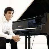 Aaron Pilsan spielt SOV-Maikonzerte