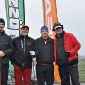 Slalom fahren und Golfbälle schlagen