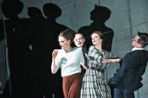 """""""Arm und Reich"""" vereint Texte mehrerer Autoren. Foto: Theater/HoRN"""