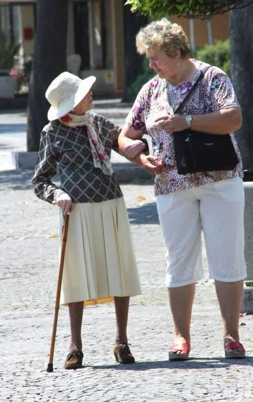 """""""Spaziergänger"""" sollen Angehörige von Demenz-Patienten entlasten. Foto: Caritas"""