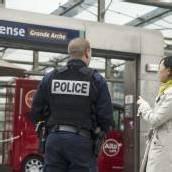 Soldat in Paris attackiert