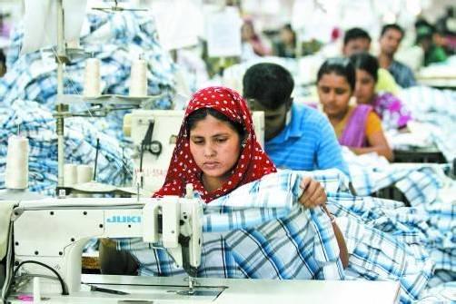 Arbeiterinnen in Bangladesch: Wer ist schuld an ihrem Elend? foto: reuters