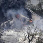Güterzug kracht gegen Lkw: Ladung explodiert