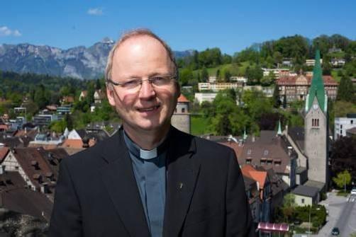 """Bischof Benno Elbs: """"Die Raupe stirbt und verwandelt sich in einen wunderschönen Falter. Anders gesagt: Die Liebe ist stärker als der Tod."""""""