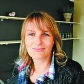 Carmen Feuersinger, Büro. Ich dekoriere unter anderem den Schauraum und weiß, wie Raumveränderungen einen Einfluss auf das Wohlbefinden haben.