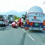 Wolfurt: Radfahrer (88) von Sattelzug überrollt