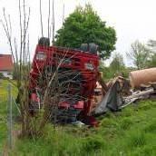 Lkw überschlug sich – Fahrer schwer verletzt