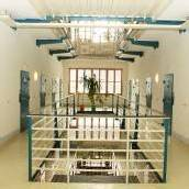 Wachebeamter soll Häftlinge mehrmals geohrfeigt haben