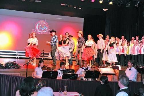 Die Trachtengruppe Lustenau steht nicht nur für Brauchtum – Chor und Tanzgruppe sorgen auch für Programmvielfalt. Foto: R. Götz
