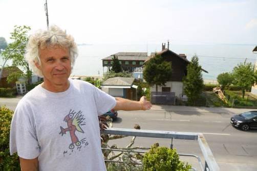 Gerald Aubrecht möchte umfassende Informationen über das geplante Bauprojekt vor seiner Nase. Foto: VN/Hofmeister