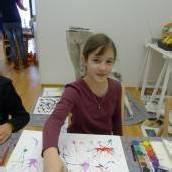 Kinder malten Bilder für die Clini Clowns