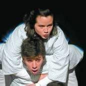 Theater Kosmos trägt dick auf Österreichpremiere von Seymour /D6