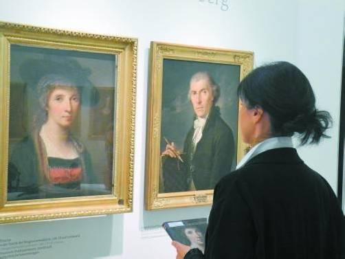 Kauffmanns Selbstporträt mit Juppe und ein Porträt ihres Vaters Joseph Johann Kauffmann. Fotos: VN/Dietrich