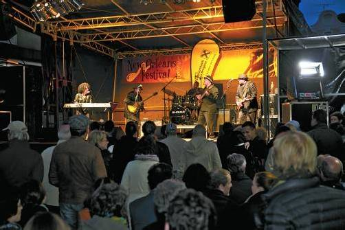 Kein New Orleans Festival ohne Stars aus den Staaten: Les Getrex & Creole Cooking.