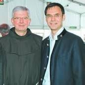 Pater Adrian (l.) und LH Markus Wallner.