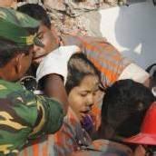 Überlebende aus Trümmern in Bangladesch geborgen