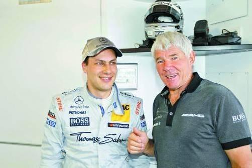 Seit beinahe einem Vierteljahrhundert Betreuer der Mercedes-Benz-DTM-Piloten: Toni Mathis, hier mit Gary Paffett. Foto: wolfgang Wilhelm