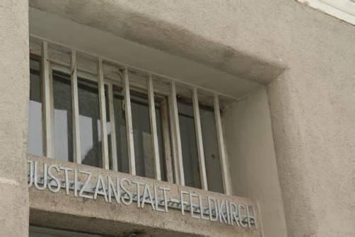 Hinter den Gefängnismauern wird gebohrt, gehämmert, gesägt und genäht. VN