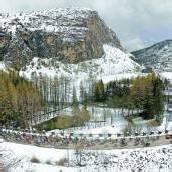 Nibali fährt im Schnee in Richtung Sieg