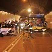 Bus krachte im Citytunnel gegen Auto