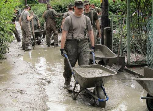 Auch bei Hochwasser im Einsatz: Bundesheer in Melk.  FOTO: APA