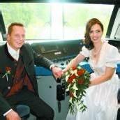 Mit rasanten 220 km/h in den Bahnhof der Ehe