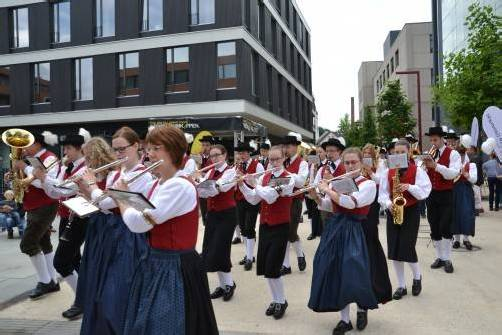 Blasmusikklänge hallten am Wochenende durch das Garnmarkt-Areal in Götzis. Foto: VER