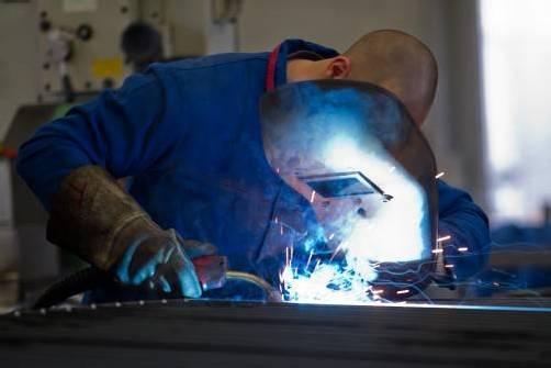 Die Arbeitsinspektion überprüft die Einhaltung gesetzlicher Bestimmungen und steht Unternehmen beratend zur Seite. VN/Steurer