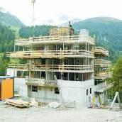 Bau einer Ferienanlage ist im vollen Gang